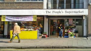 """Wie """"The People's Supermarket"""" in London seine Kunden zu Mitarbeitern macht"""