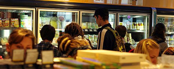 Herr der 1000 Tiefkühlpizzen (oder wie man einen veganen Supermarkt aufbaut)