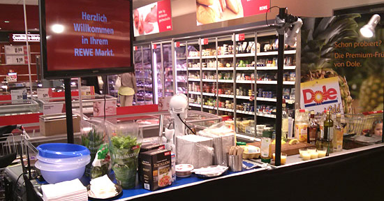 Showkochstation in Berliner Rewe-Markt