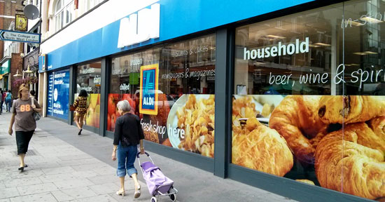 """Do your fresh shop here"": Aldi in London"