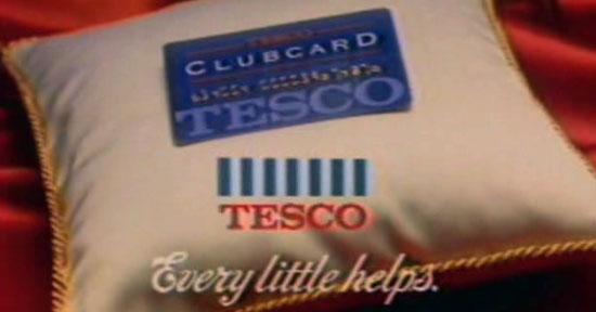 Weich gebettet: Screenshot aus altem Clubcard-Werbespost von Tesco