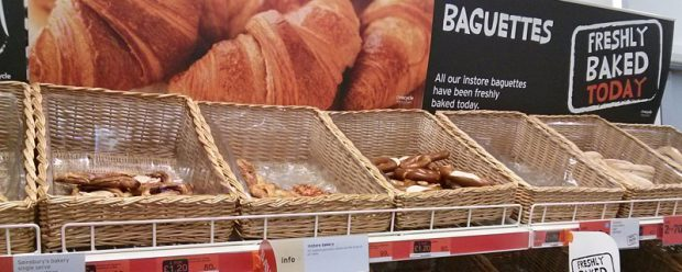"""Freshly baked today"": Brotkörbe bei Sainsbury's"