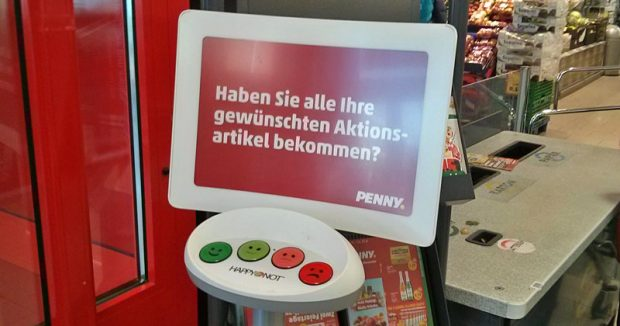 """Umfrageterminal mit Grantelsmiley-Taste: """"Happy or Not?""""-Test in einem Kölner Penny-Markt"""