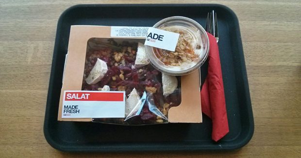 """""""Ready MIxed"""" und eingetuppert: Mittagssalat und Nachtisch bei """"Made by Rewe"""""""