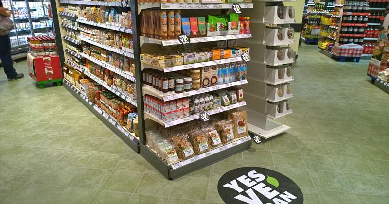"""Yes Ve-Gan"" in der ""LP12 - Mall of Berlin"" - oder wie wir Kunden sagen: vegane Lebensmittel im Shoppingcenter-Kaiser's"