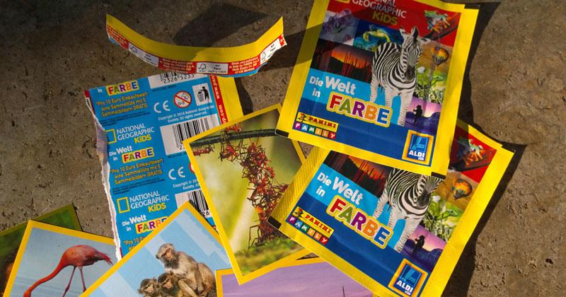 """Wegschauen, Kinder! Dem Zebra hat jemand die Hufe abgeschnitten! Sammelaktion """"Die Welt in Farbe"""" bei Aldi Süd"""