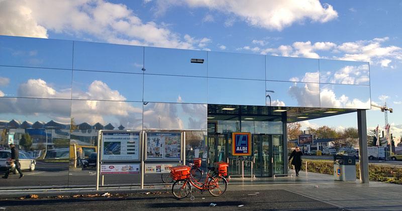 Stilleben mit Discounter: Neu Aldi-Filiale in Köln, am Butzweiler Hof