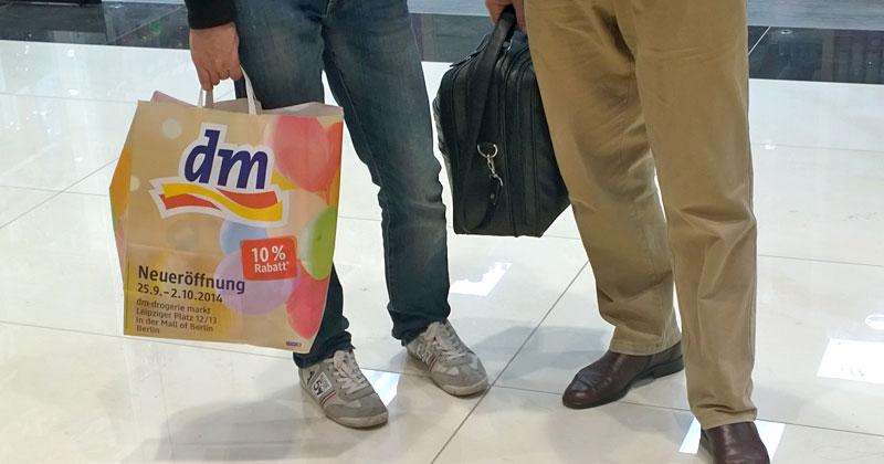 Die wandelnde Werbetüte: 10 Prozent Rabatt gehört bei dm inzwischen zur Standard-Eröffnung