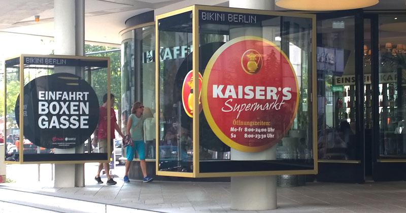 Kaiser's im Bikini: Außen hui, drinnen - ganz schön eng und vollgestopft