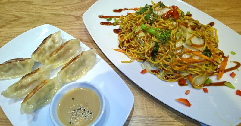 Warme Mahlzeiten gibt's bei Eat Happy bislang nur bei Rewe Richrath in der Kölner City
