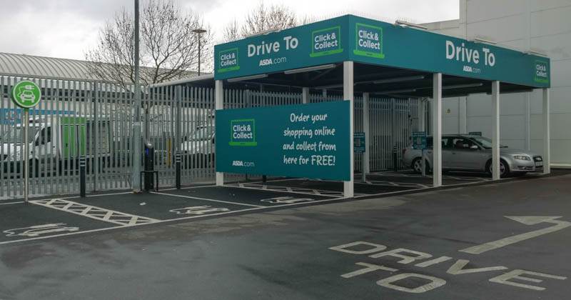 """""""Drive to""""-Station bei Asda in London"""