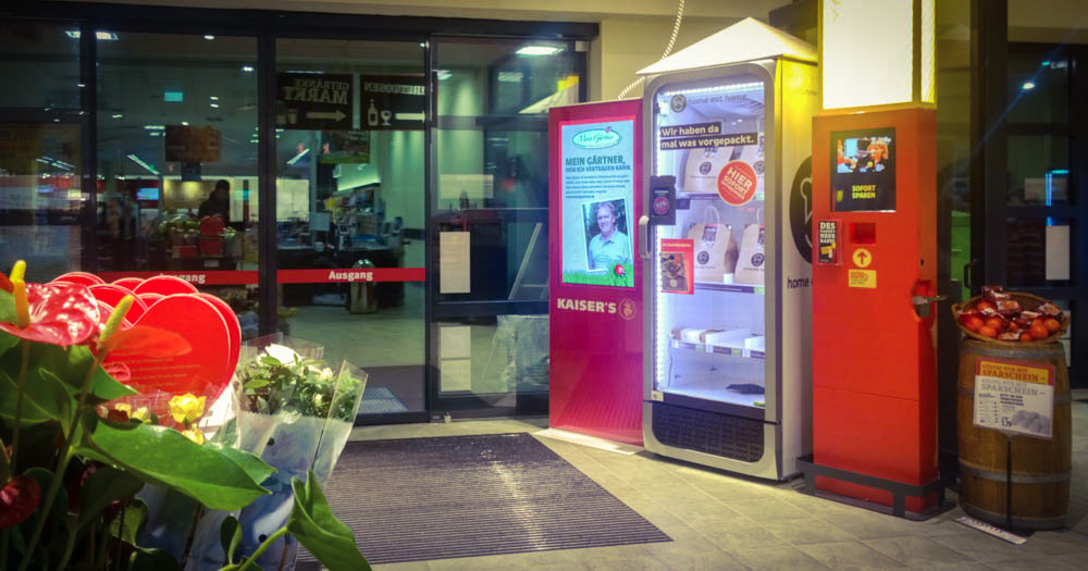 Aldi Kühlschrank Oktober 2017 : Der kleinste supermarkt der welt rewe übt boxen aldi liefert