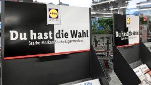 """Eigenmarken schmecken """"gleich gut""""? Lidl verirrt sich mit seiner Schwarzweiß-Kampagne in den Fußnoten"""