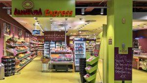 City-Supermärkte (2): Der Alnatura Express nach Snackingen steht jetzt einkaufsbereit in Leipzig Hbf