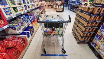 Einbahnstraßen, Schinkenbarrieren, Wagenduschen: So hat Corona 2020 den Lebensmitteleinkauf verkompliziert