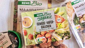 """Rewe startet """"Rewe Bio +vegan"""", Rohlik & Picnic als Produkt-Absender, Spar personalisiert Regio-Artikel"""